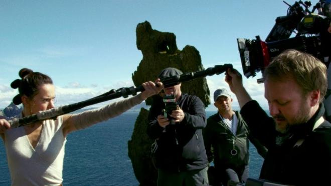 Новое закулисное видео о съемках фильма «Звездные войны: Последние джедаи» с Райаном Джонсоном и Кэрри Фишер