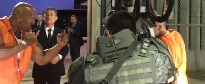Дуэйн Джонсон и Джейсон Стэйтем дурачатся за кадром «Форсажа 8»
